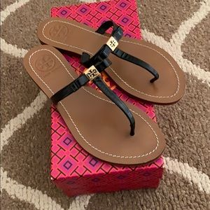 TORY BURCH LEiGHANNE BOW SANDALs